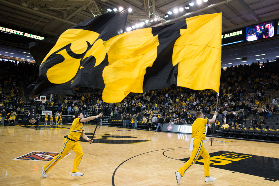 Hawkeye Men's Basketball wins in first round of NIT   Iowa Now