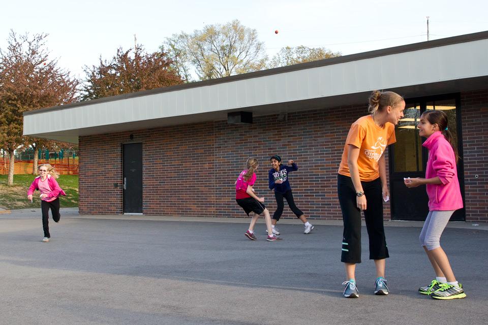 Student Health Uiowa >> Girls on the run | Iowa Now