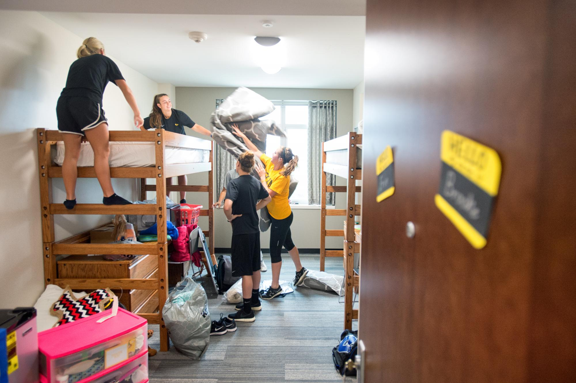 High Quality A First Year Student And Her Teammates Help Move Into Her Room Part 10