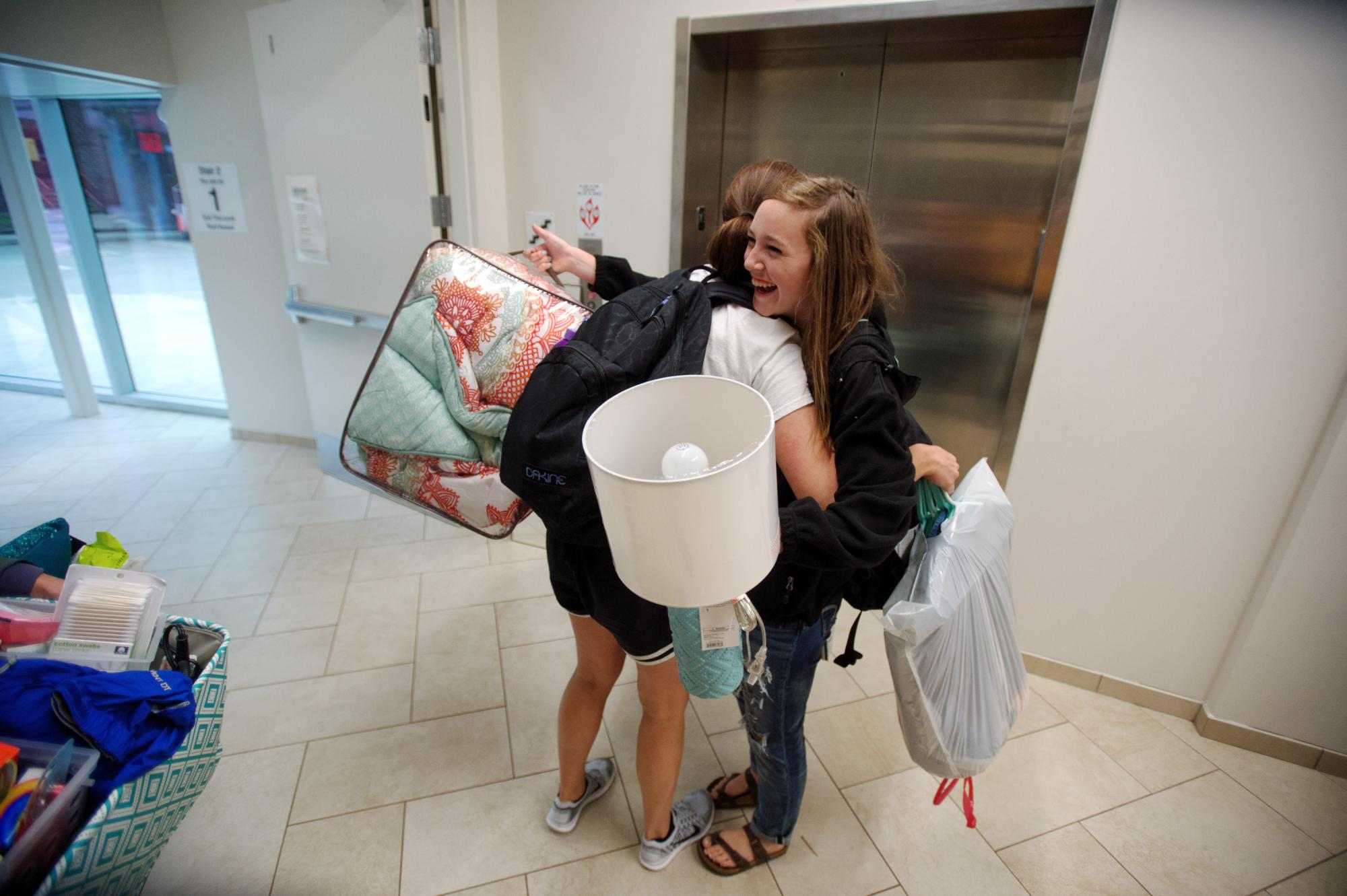 on the move university of iowa residence halls welcome students petersen hall move in on wednesday 19 2015