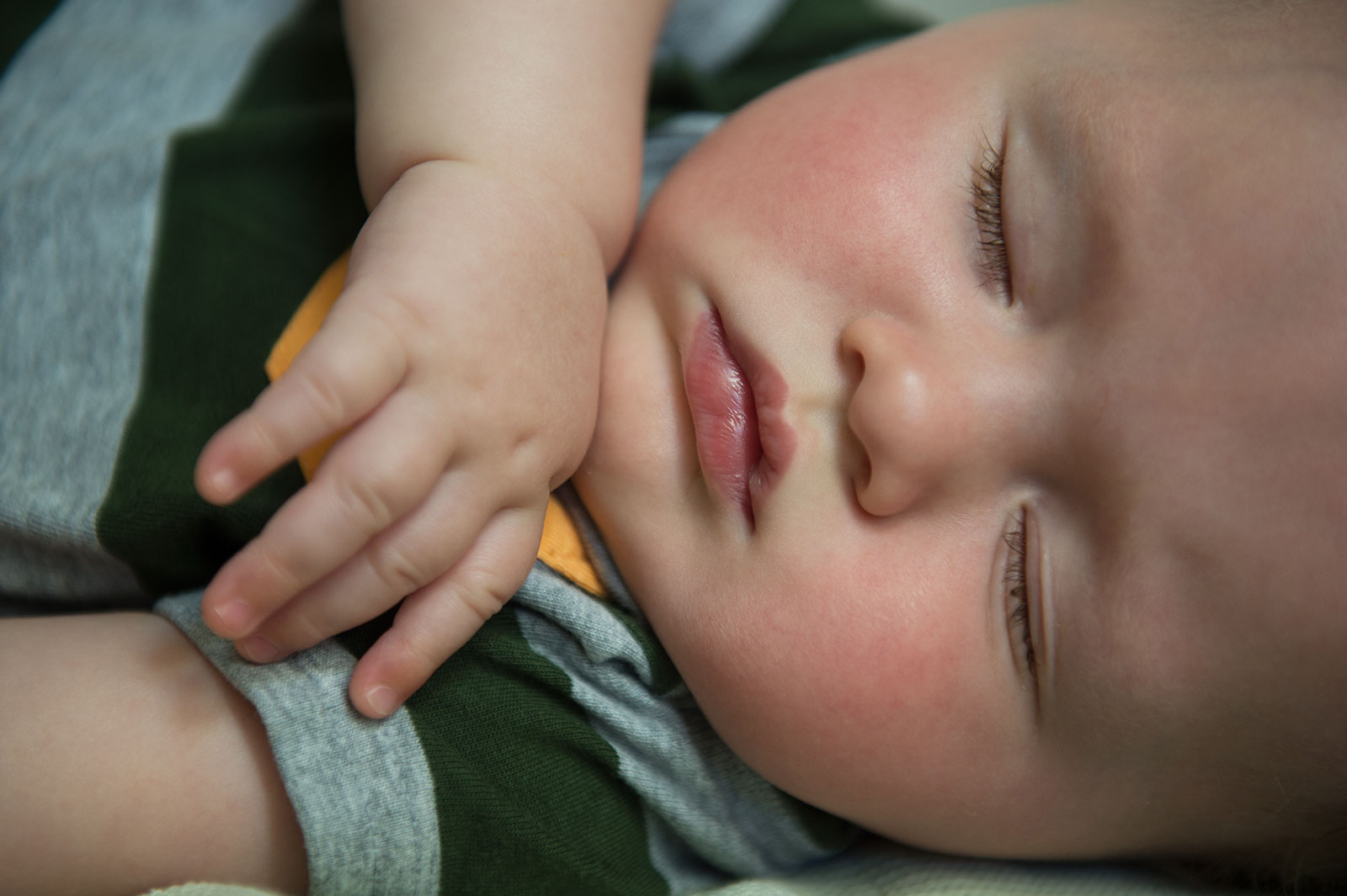 What's going on when babies twitch in their sleep? | Iowa Now