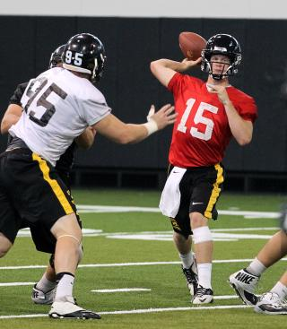 Jake Rudock throwing a pass during practice.