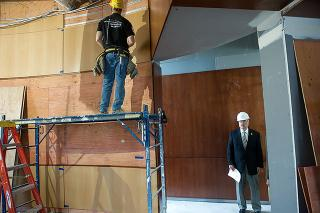 Governor Branstad checks up on a room still under construction.