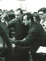 1956 photo of Mauricio Lasansky working with printmaking students