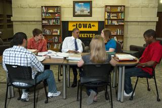 president obama meets with five university of iowa students