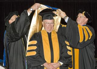 Robert Osterhaus receives honorary degree