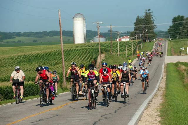 Ragbrai riders head into Rockford