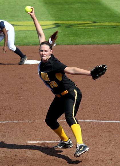 Chelsea Lyon throws a pitch