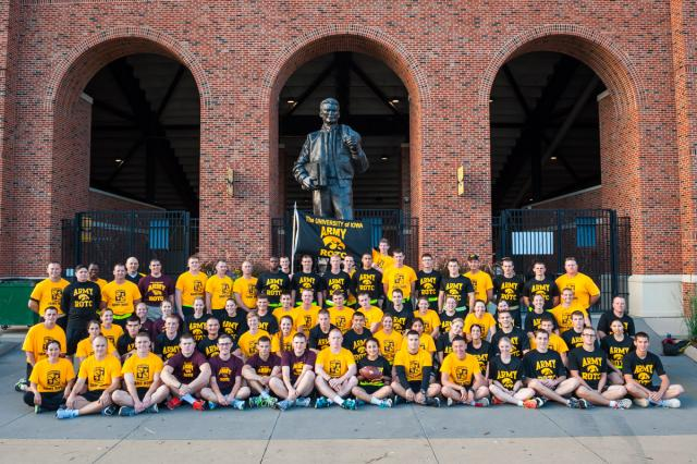 Group photo by the Nile Kinnick statue.