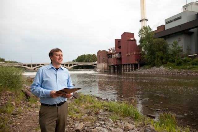 Iowa City Community Development Coordinator Steve Long addresses a crowd of state, local, and University of Iowa officials near the Stanley Hydraulics Lab on the Iowa River