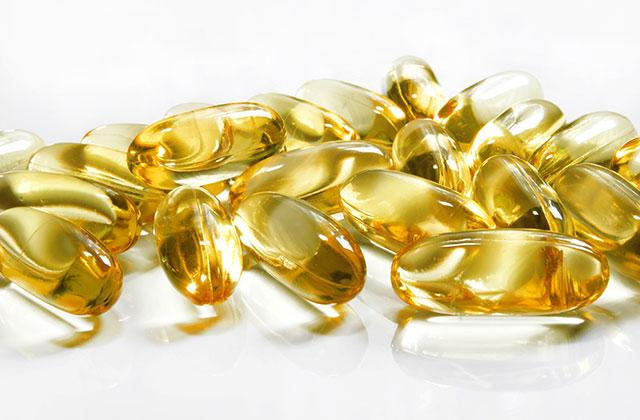 pile of fish oil capsules