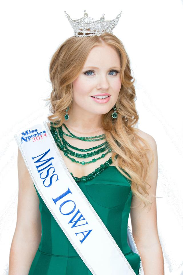 Aly Olson wearing Miss Iowa crown