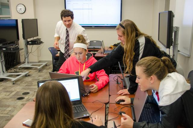 students and faculty member discuss a statistical scenario