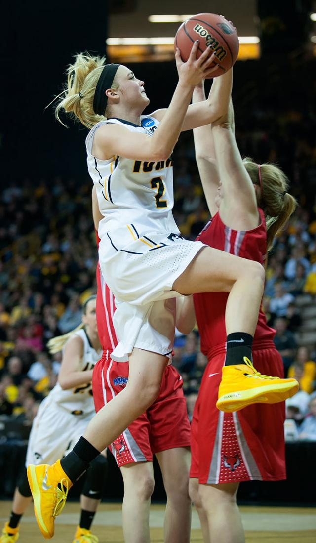 Ally Disterhoft drives to the basket