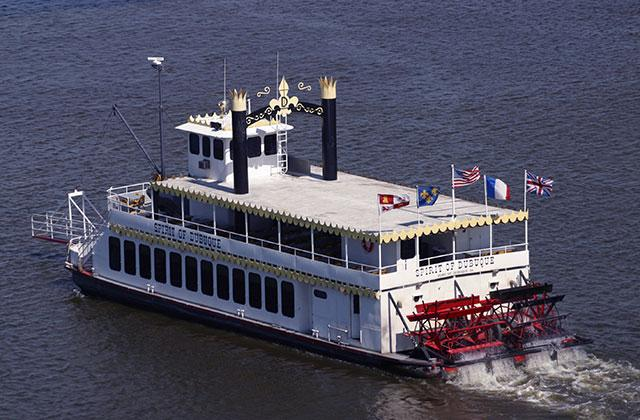 spirit of Dubuque boat