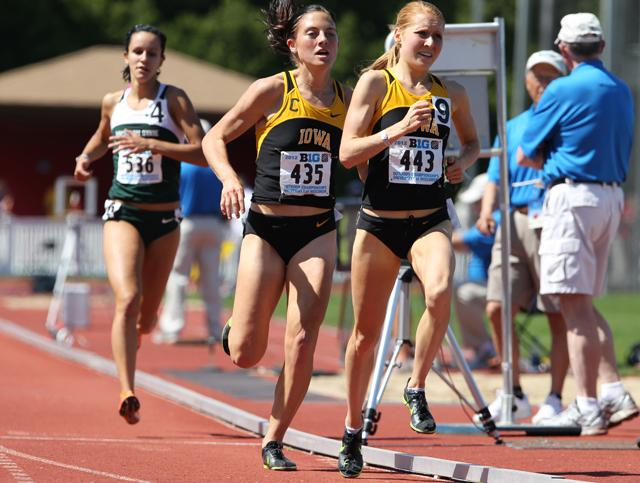 McKenzie Melander and Betsy Flood pace the field