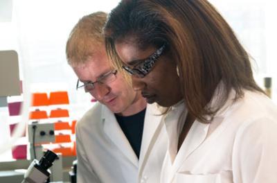 Nicole Richardson, a former Biology and Iowa Biosciences Advantage program student, works with her mentor, Daniel Lusche.