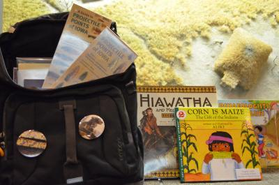 A bag with museum flyers in it and books for children