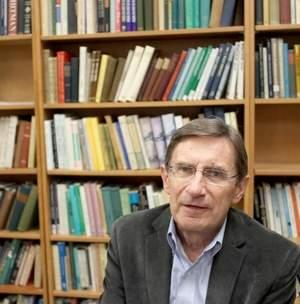 Photo of Ed Folsom in front of bookcase, photo by  Benjamin Roberts / Iowa City Press-Citizen /