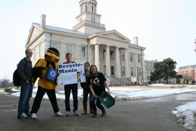 herky with students by old cap