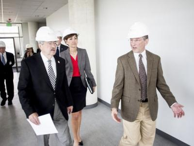 Iowa Gov. Terry Branstad and Lt. Gov. Kim Reynolds tour a UI building