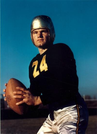 Portait of Nile Kinnick in football uniform
