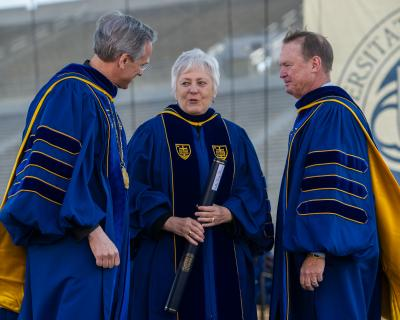 University of Iowa President Mason stands with the Rev. John I. Jenkins, C.S.C., Notre Dame's president, on the left, and Richard C. Notebaert, chairman of the board of trustees, on the right.