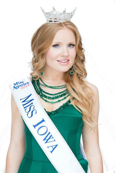 Aly Olson wearing Miss Iowa crown