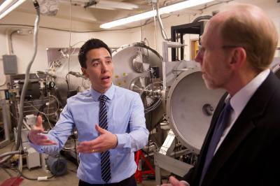 Congressman Dave Loebsack tours Randall McEntaffer's lab