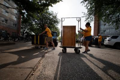 scenes from the university of iowa residence halls during move-in 2018