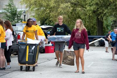 students, families, and volunteers on move-in day
