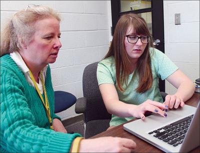 Donna Bohlmann looks over an online course assignment with Courtney Durst, a senior at Eddyville-Blakesburg-Fremont High School.