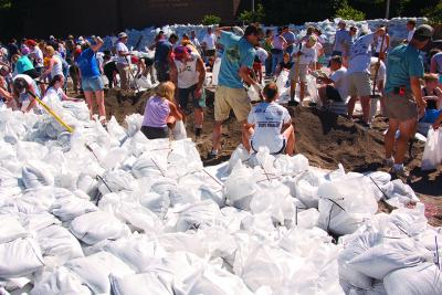 people sandbagging on UI campus