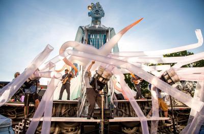 Squonk Opera performing Pneumatica