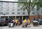Volunteers help student move-in to UI residence halls