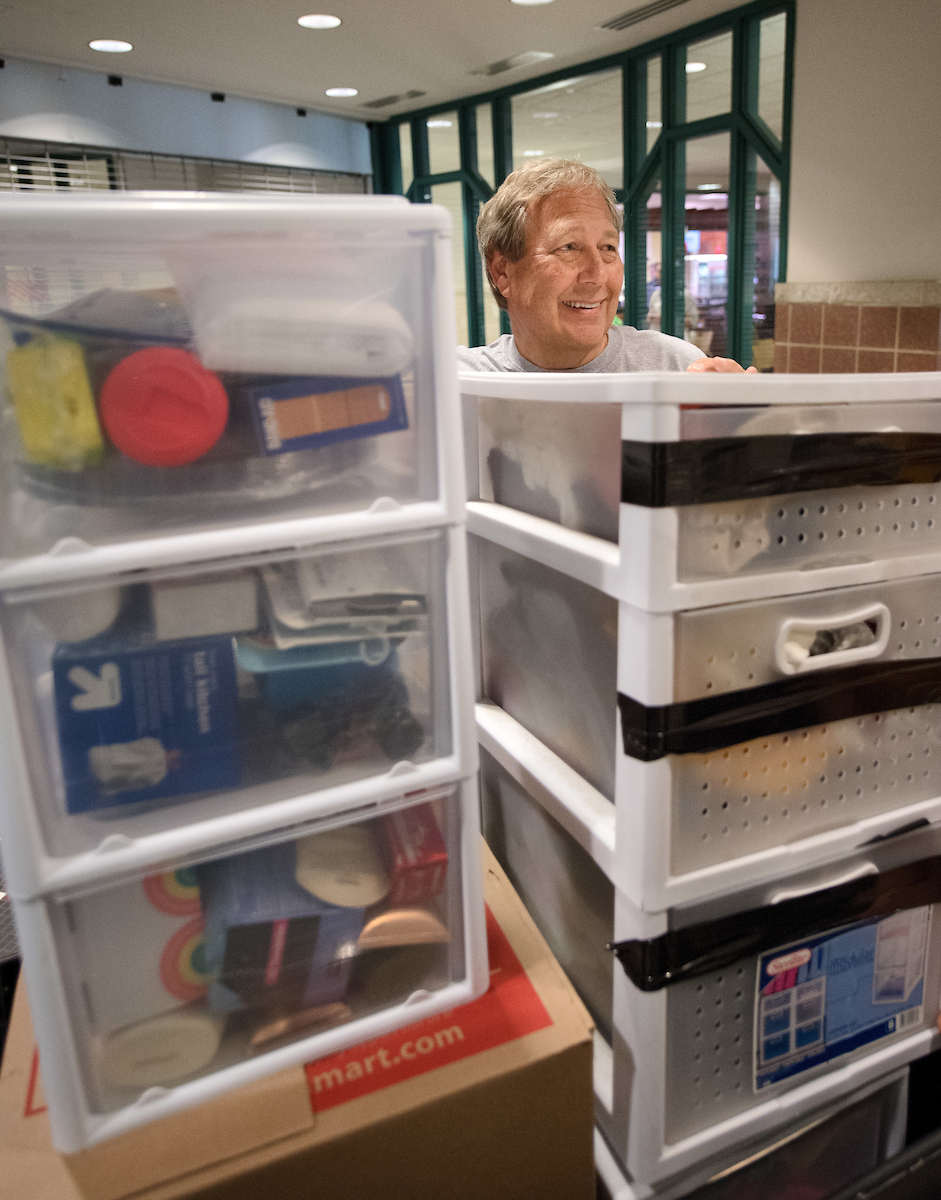 president harreld helps during move-in 2017