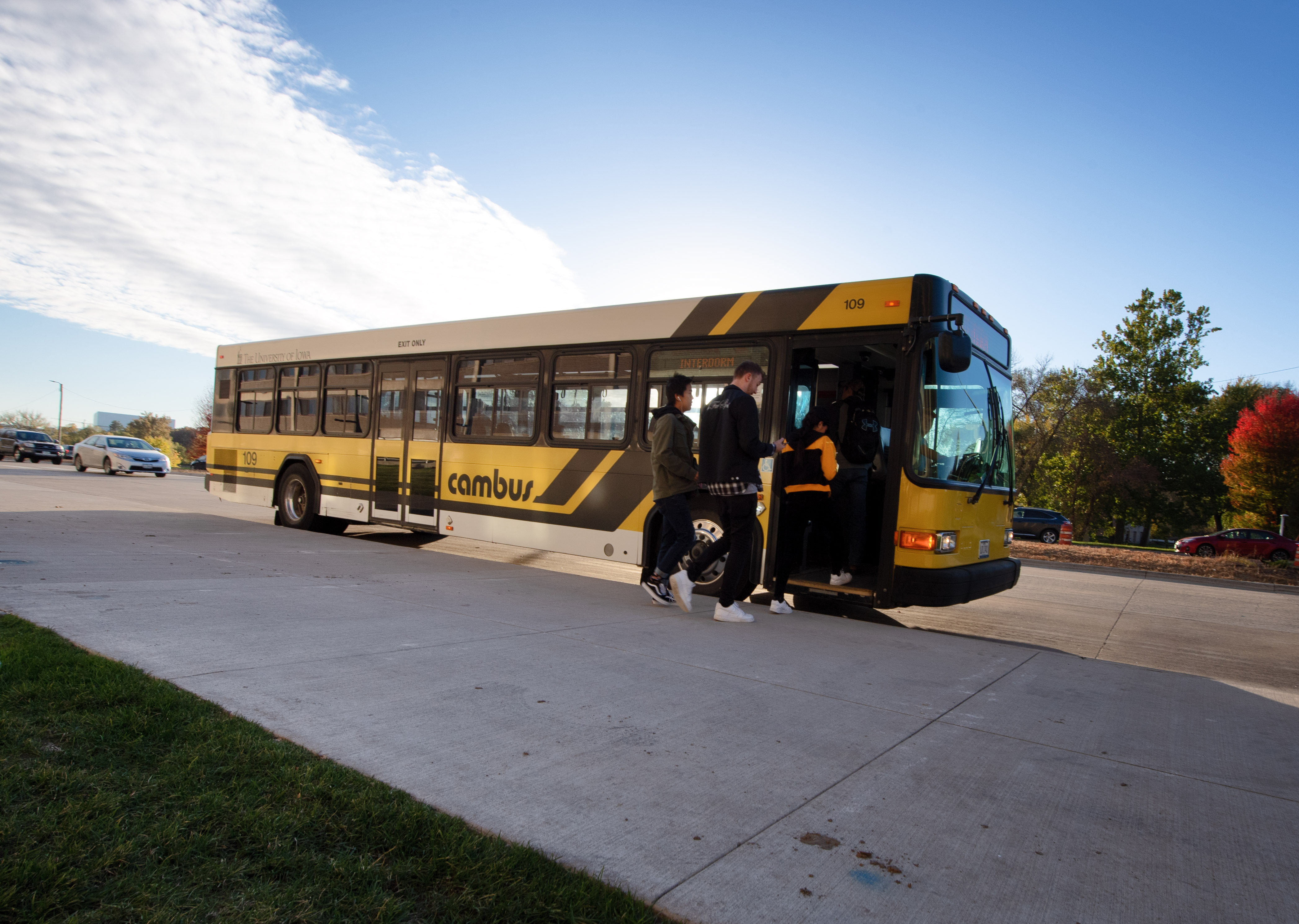 students getting on cambus