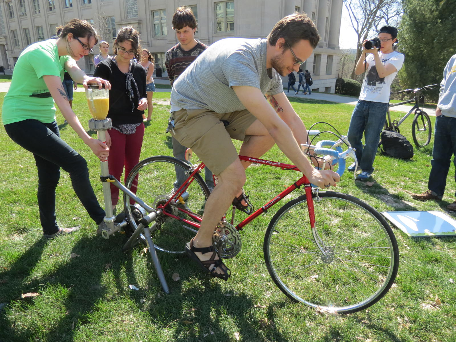 students power a blender with a bicycle to make a smoothie