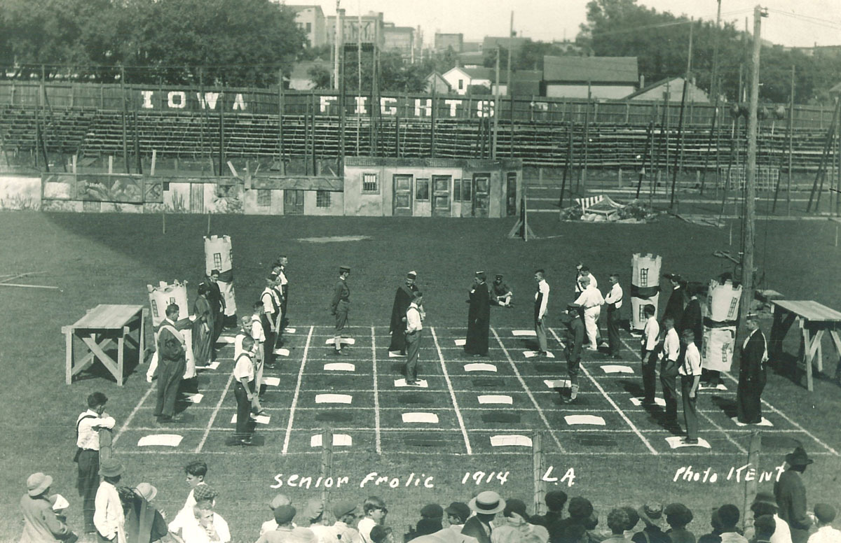 Human chess game for Senior Frolic, 1914