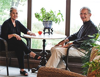 Donors Bill and Marilyn Van Sant sitting in a sunroom.